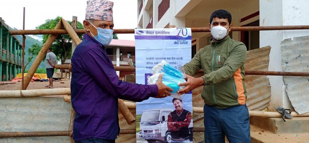 नेपाल इन्स्योरेन्सद्वरा क्वारेन्टाइनलाई माक्स र स्यानिटाइजर वितरण